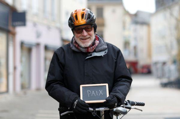 Жан-Клод, 68, пенсионер: «Мир. Я мечтаю о политике, который даст нам работу и мир. Мир в мире, это самое главное».