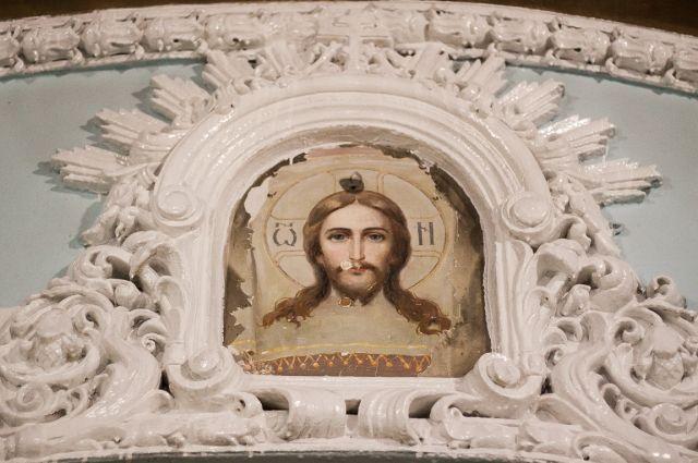 Возможно, это самое первое изображение Христа, которое было на храме с момента его постройки в 18 веке.