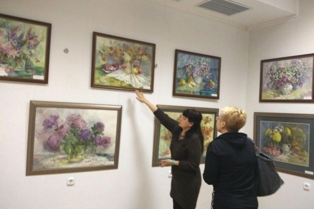 Выставка демонстрирует все поэтическое многообразие чудесного образа цветка.