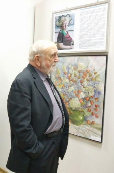 Поздравить Елену Борисовну с открытием юбилейной экспозиции под название «Цветочная рапсодия» пришли любители и знатоки живописи, друзья, коллеги и ученики.