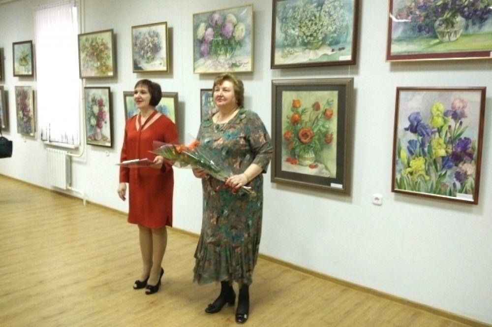 В Волгодонском эколого-историческом музее торжественно открылась 30-я персональная выставка Елены Лезиной.