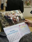 А вот, кстати, и календарь с семейными фотографиями, который с интересом рассматривали посетили, и который, так же, как и картины, можно приобрести в музее.