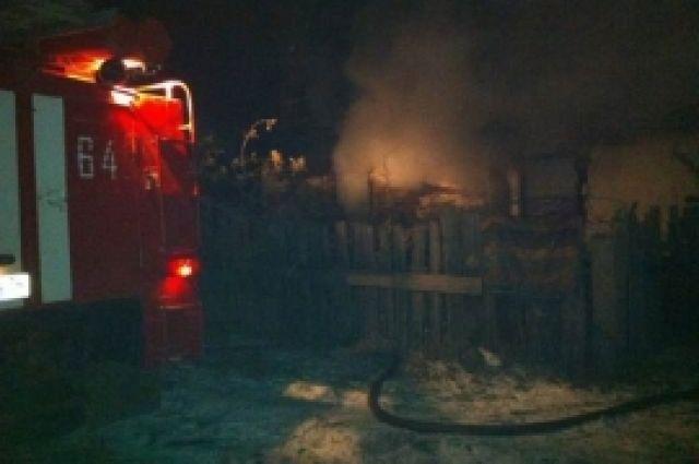 Три человека, включая 2-летнего ребенка, погибли напожаре вЧелябинске