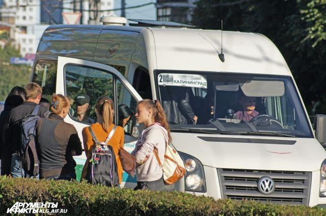 В калининградских маршрутках начали крутить ролики о публичных слушаниях.