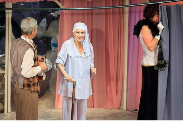 Праздничный вечер откроет спекталь «Примадонны».