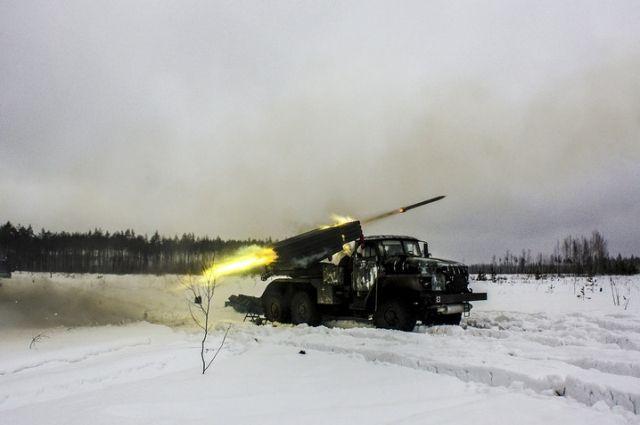 ВЗВО показали кадры полкового учения сучастием бронетехники иавиации