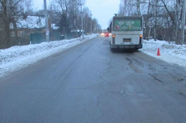 ВРыбинске женщина-пассажир выпала изавтобуса