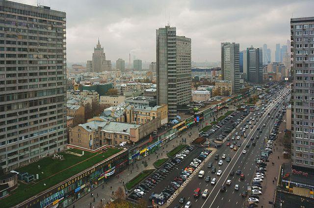 Москвичек поздравят с8Марта смедиафасадов наНовом Арбате
