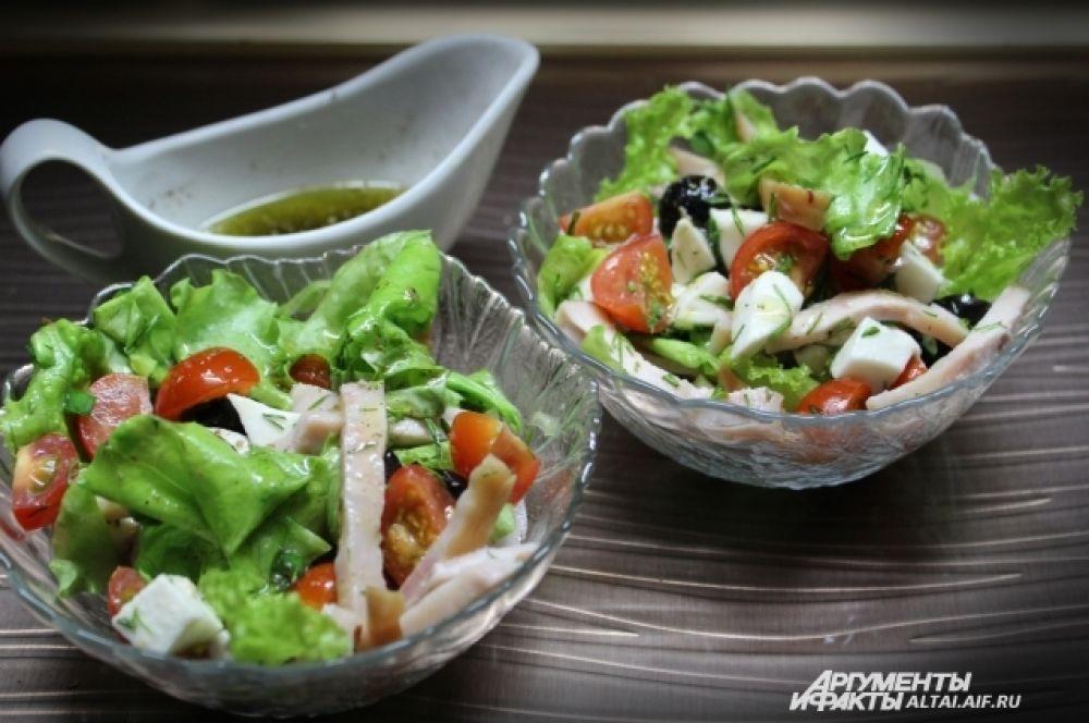 Салат заправляем маслом непосредственно перед подачей на стол.
