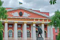 Памятник Суворову во дворе Киевского военного лицея.