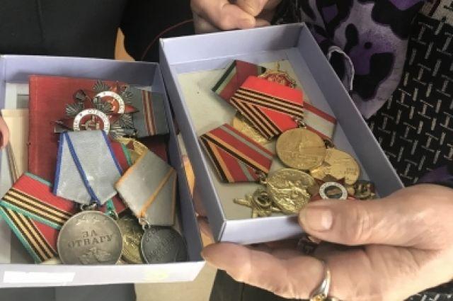 Полиция выясняет, как награды исчезли из дома ветерана ВОВ.