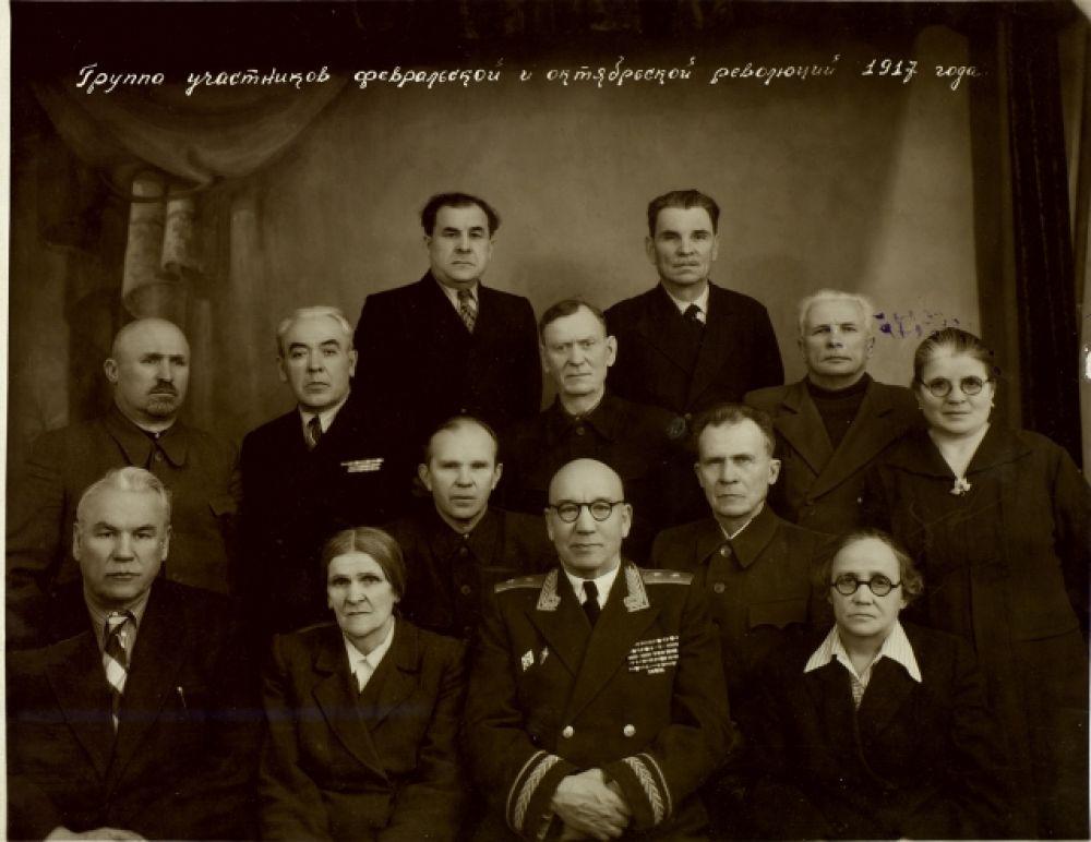 В Государственном архиве Татарстана хранятся документы, связанные с Февральской революцией. На этой фотографии - участники Февральской и Октябрьской революций 1917 года. Снимок сделан 26 марта 1957 г
