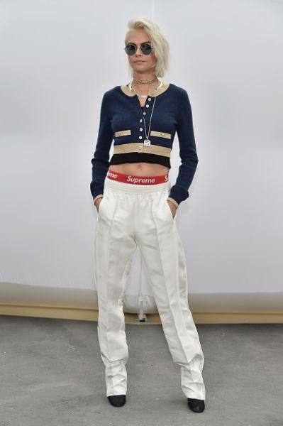Модель и актриса Кара Делевинь на показе Chanel