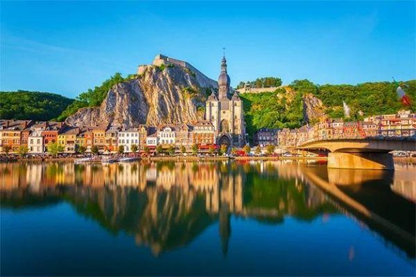 Маленький городок Динан в Бельгии