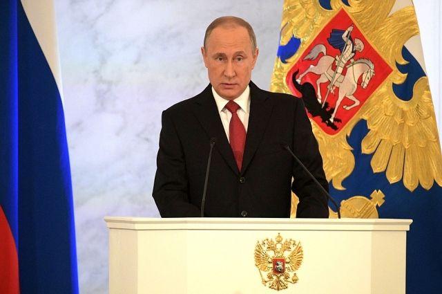 Путин поздравил всех женщин страны стихами Бальмонта