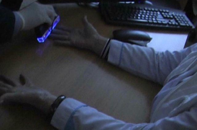 Инспектора колонии подозревали вполучении взяток запередачу модема и проигрывателя