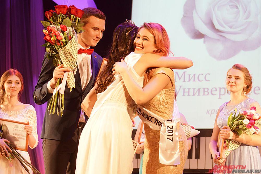 В итоге награду обрели всего две девушки: «Вице-мисс университет» стала студентка географического факультета Ксения Косоурова.