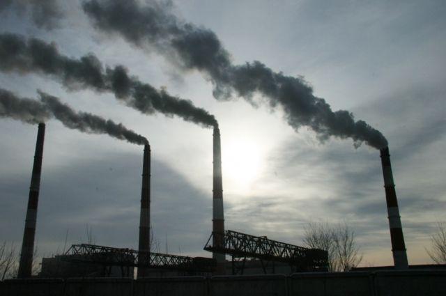 Ряд предприятий в Красноярске игнорируют режим неблагоприятных метеоусловий, когда выбросы в атмосферу должны быть снижены.