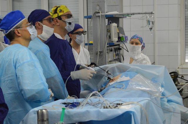 Операция в 3D-формате позволяет врачам оказаться «внутри человека» и увидеть все детали.