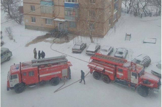 Была угроза распространения огня в квартиры