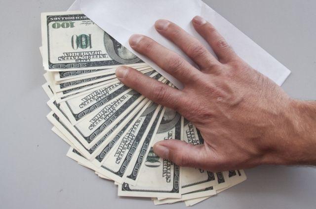 Краснодарский таможенник попался навзятке в7 тыс долларов США