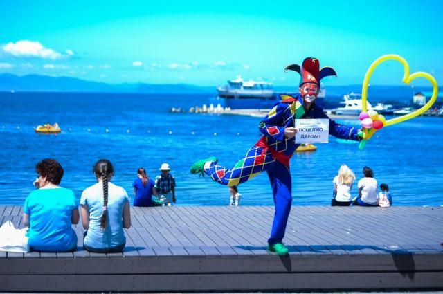 Поцелуй на память с клоуном на Набережной - бесплатно