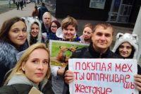 Александра Степанова (слева внизу): «Почти в любой сфере, где человек взаимодействует с животными, он причиняет им вред».