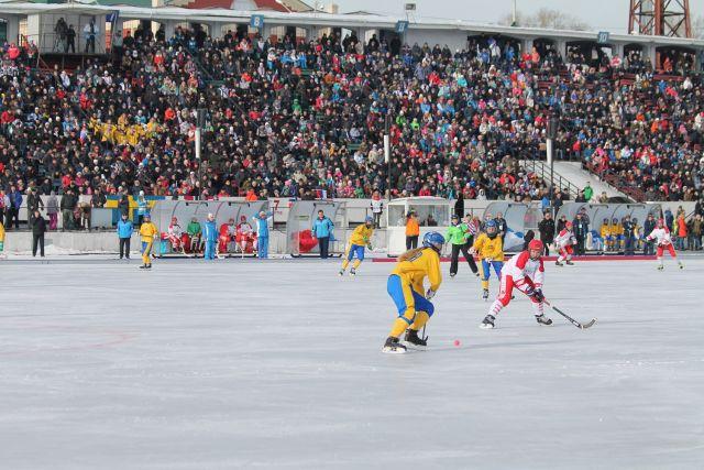 Спортсменки удивидлись, сколько людей в Иркутске интересуется бенди.