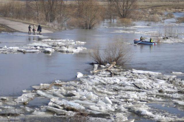 Красноярцам, живущим в районах возможного подтопления, разъясняют меры безопасности во время паводка.