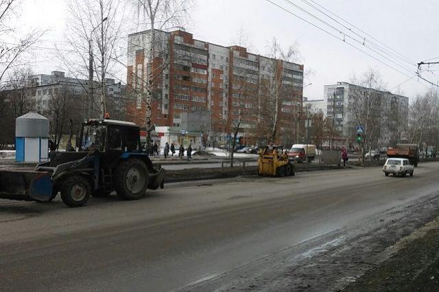 Мэр поручил дополнительно включить в перечень проблемных объектов участки дорог на улицах Литвинова, Литвинова поляна, Аустрина, Совхозной, Железнодорожной, Байдукова.