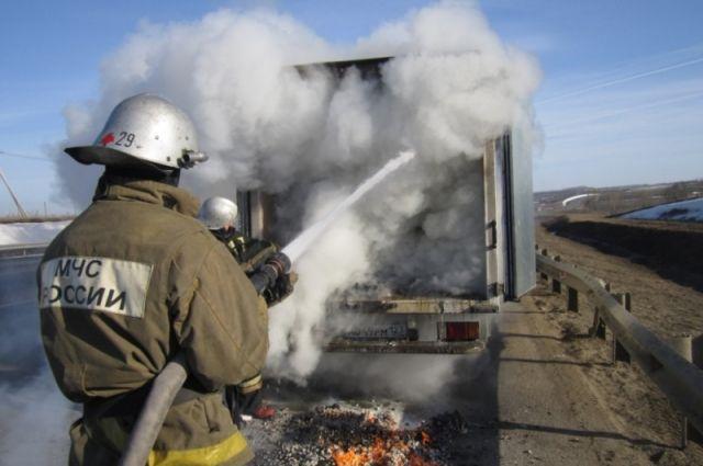 ВТульской области натрассе М-4 сгорел фургон сконфетами