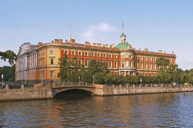 Архитектура дворца нехарактерна для Санкт-Петербурга XVIII века.
