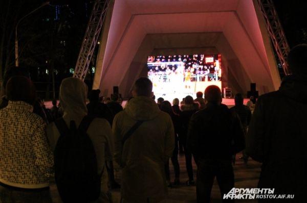 Поэтому сотни ростовчан собрались на просмотр матча в парке имени Горького Ростова.