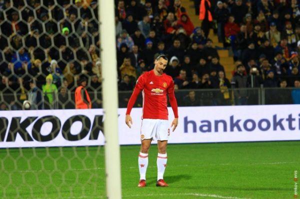Несмотря на былые заслуги, последние десять минут матча «Красным дьяволам» пришлось защищать свои ворота от «донских мужиков» и тянуть время.