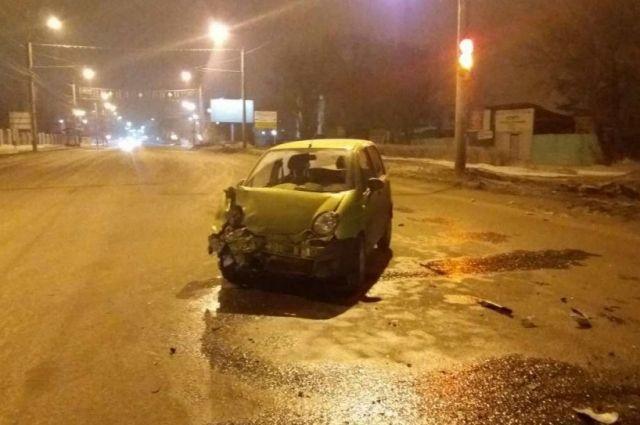 В Оренбурге ночью на проспекте Победы столкнулись четыре автомобиля