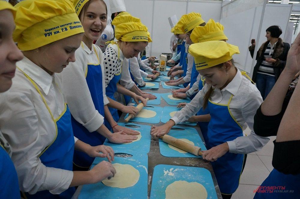 На форуме провели мастер-класс по приготовлению национальных блюд.