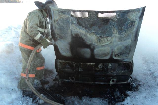 Сообщение о возгорании поступило на пульт дежурного 10 марта в 00:48.