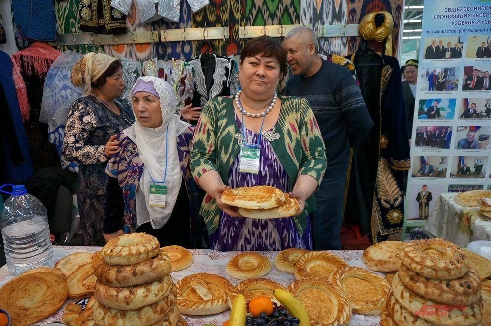 На форуме можно увидеть изобилие национальной кухни.