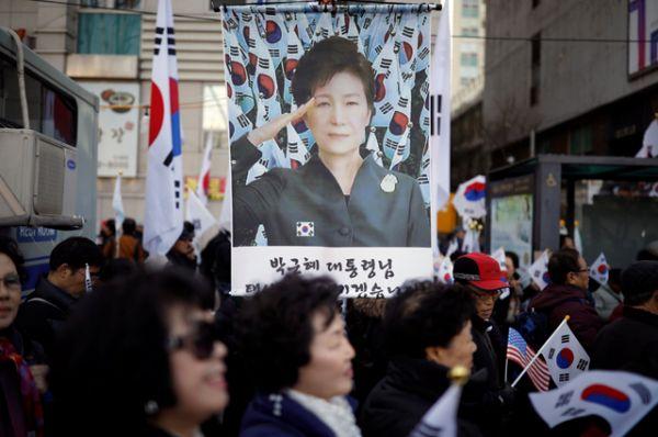 Сторонники южнокорейского лидера.