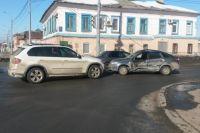 В Оренбурге в ДТП с «BMW» и «Ладой» пострадала женщина