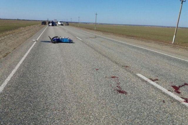 Двое пострадали при встречном столкновении мотоцикла и«Нивы» наСтаврополье