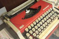 На такой печатной машинке трудились наборщицы текстов несколько десятков лет назад.