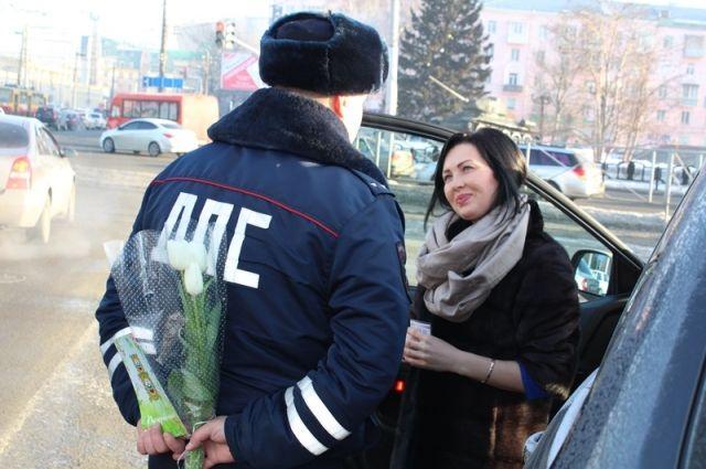 В праздничные дни женщины получили много сюрпризов, в том числе и от инспекторов ДПС.