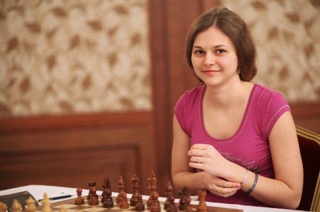 Порошенко наградил орденом княгини Ольги шахматистку Анну Музычук