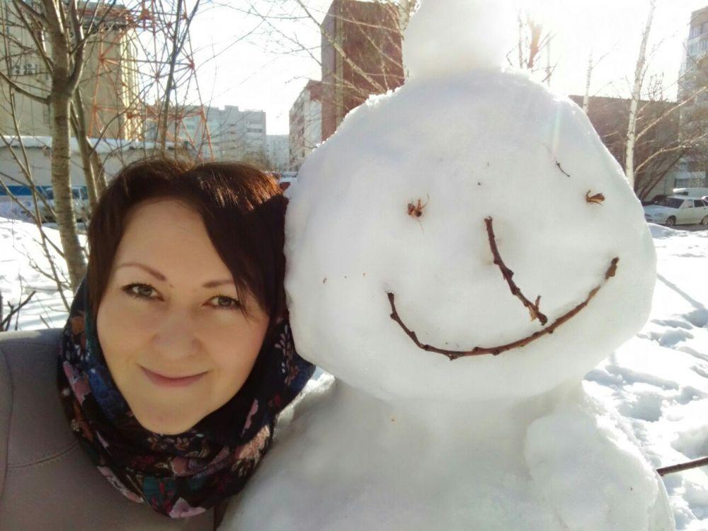 """Участник №6: Светлана: """"Первые дни весны. Ура! Весна! Весна вызывает во мне огромную гамму эмоций! Прекрасных весенних эмоций, которых не было зимой! А снеговик, зимний герой, теперь мне стал другом. Он скоро растает, и на его месте вырастут яркие цветы, которые всё лето будут радовать красками и ароматами! О, весна!"""""""