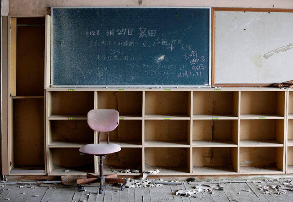Заброшенный класс начальной школы.