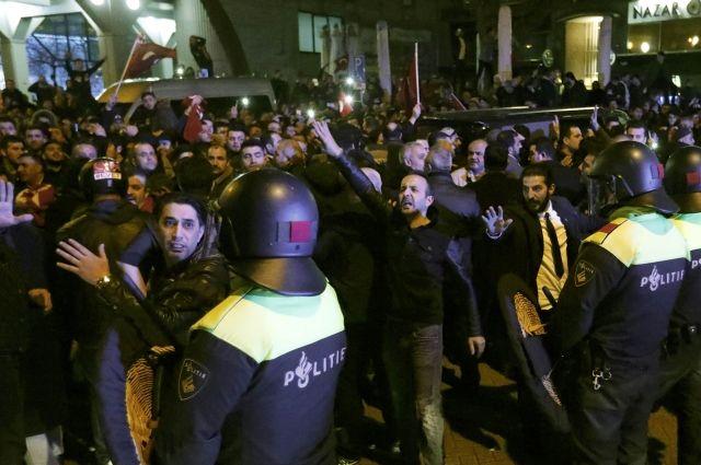 Голландская милиция разогнала протестующих вРоттердаме