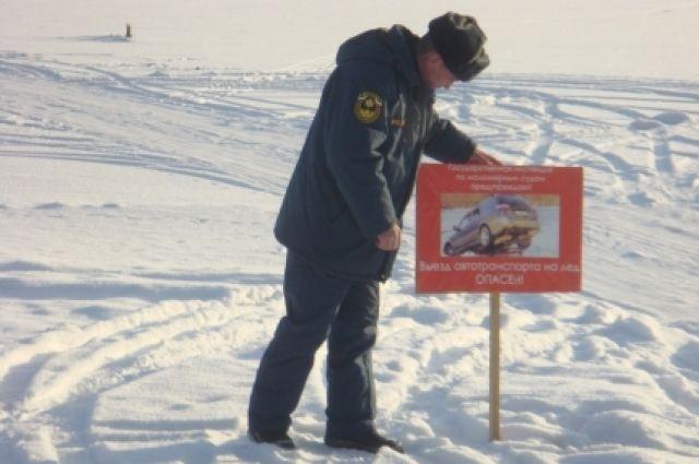 Во время активного таяния льда сотрудники  МЧС проводят рейды.