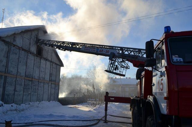 ВУренгое пожарные спасли изогня ребенка