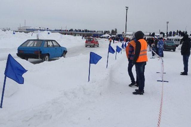 В Ноябрьске прошли автогонки на льду